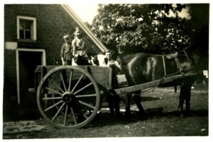 th_Ben, Christien en Wim (vlnr) Smalbraak bij het Gussinklo rond 1931